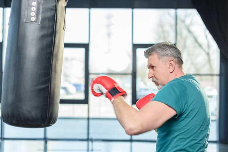 Wie sinnvoll sind Fitness Handschuhe für das Training an der Klimmzugstange